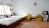 Phòng 2 giường đôi và 1 giường đơn