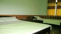 Phòng 1 giường đôi + 1 giường đơn