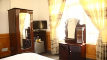 Phòng 3 giường 6 khách