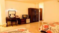 Phòng 1 giường 1m6 + 1 giường 1m4 loại 1